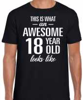 Awesome year jaar cadeau t-shirt zwart heren
