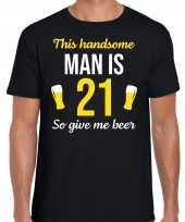 Verjaardag cadeau t shirt jaar this handsome man is give beer zwart heren 10275244