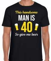 Verjaardag cadeau t shirt jaar this handsome man is give beer zwart heren 10275249